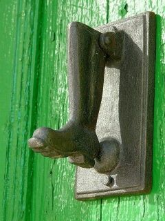 Doorknocker boot