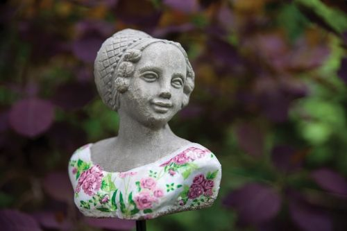 Bust On Stick (rose)